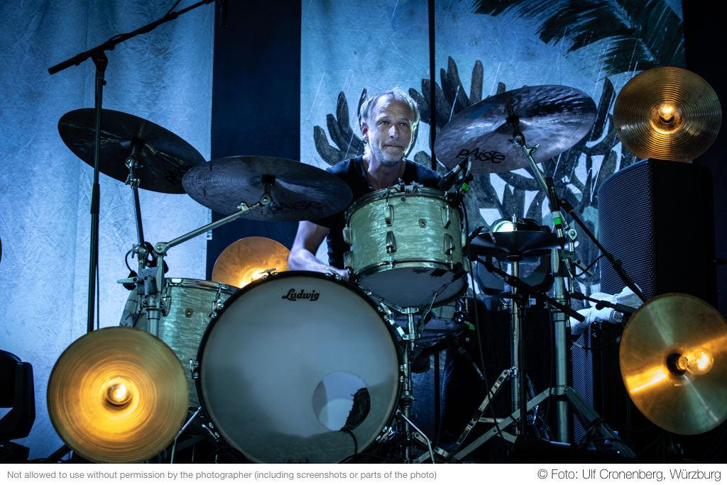 Tim Lorenz, Schlagzeuger bei Gisbert zu Knyphausen - Hafensommer Würzburg 2018